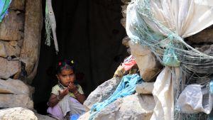 Lapsi pakolaisleirillä Jemenissä.