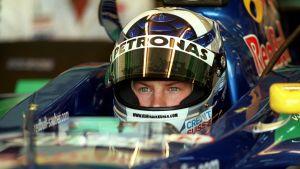 Kimi Räikkönen Sauberin F1-auton ratissa vuonna 2001.