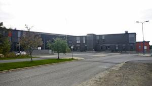 Metsokankaan koulu on saanut useita lisärakennuksia kymmenessä vuodessa.