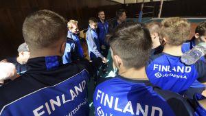 Suomen lentopallomaajoukkue torstain harjoituksissa.