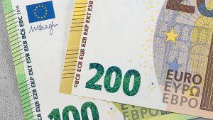 100 ja 200 euron setelit.
