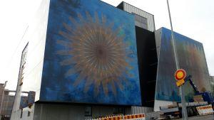 Lauri Nykopin taideteos Mikkelin keskussairaalan seinässä