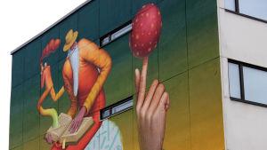 Muraali kerrostalon päädyssä