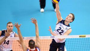 Sakari Mäkinen (oik.) on vakuuttanut ensimmäisissä aikuisten MM-kisoissaan.