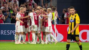 Ajax juhlii.
