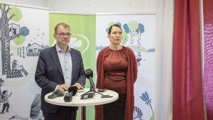 Pääministeri Juha Sipilä ja puoluesihteeri Riikka Pirkkalainen