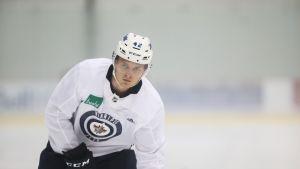 Kristian Vesalainen Winnipeg Jetsin paidassa.