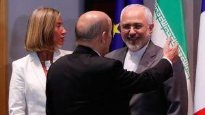 EU:n ulkopoliittinen edustaja Federica Mogherini ja Iranin ulkoministeri Javad Zarif (oik.) tapasivat Brysselissä toukokuussa 2018.