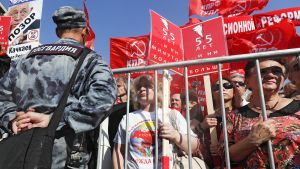 Venäläiset ottavat osaa mielenilmaukseen valtion eläkeuudistusta vastaan.