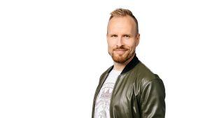 Puoli seitsemän -juontaja Mikko Kekäläinen