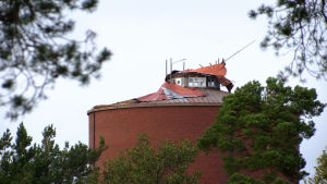 Kotkan vesitornista repeytynyt katto