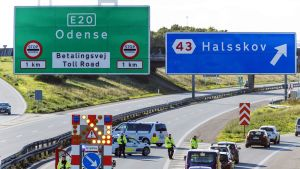 Poliisi sulki moottoritien liikenteeltä Tanskassa perjantaina 28. syyskuuta.