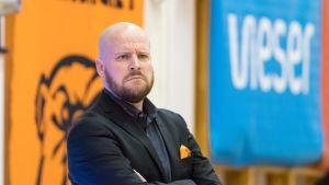 Karhu Basketin valmentaja Jussi Laakso