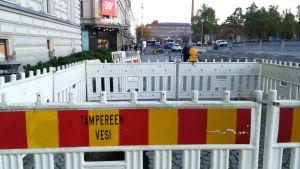 Tampereen Keskustorin reikä on aidattu.