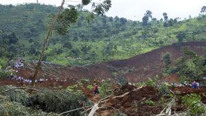 Eloonjääneitä etsittiin maanvyörymän jäljiltä Elgon-vuoren lähistöllä sijaitsevalla Bududan alueella kesäkuussa vuonna 2012.