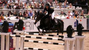Anna-Julia Kontio ratsasti Oslossa maailmancupin pisteille Ornellaia-ratsullaan.