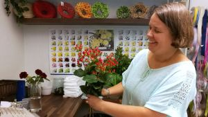 Turkulainen kukkakauppias Tia Wahlroos on ollut yksinyrittäjänä jo yli 20 vuotta