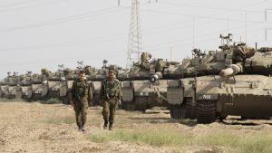 Israelilaisia tankkeja Gazassa.