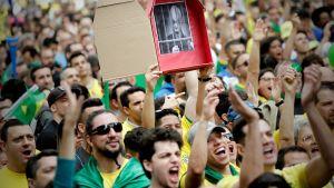 Jair Bolsonaron kannattajia São Paulossa, Brasiliassa 21. lokakuuta.