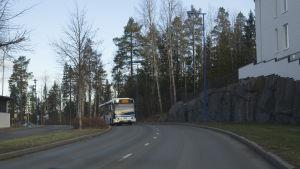 Bussi Saaristokadulla Kuopiossa.