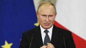 Vladimir Putin puhuu.
