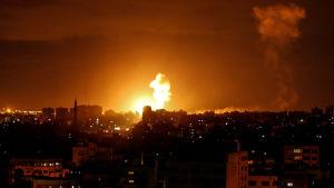 Israel iski ilmateitse Gazaan 27. lokakuuta.