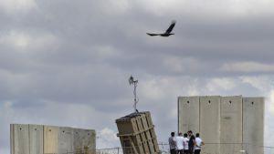 Israelin sotilaita Sderotissa, eteläisessä Israelissa.