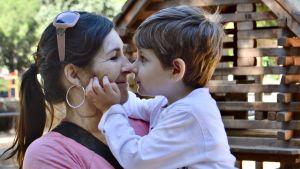 Eugenia Muñoz kertoo kokeneensa syrjintää työhaastatteluissa, koska hän on pienen lapsen äiti.