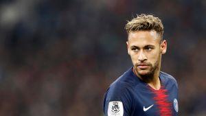 Neymar PSG:n paidassa.