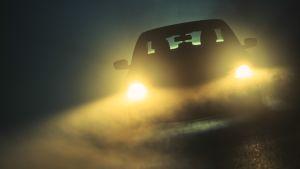 Auto pimeässä