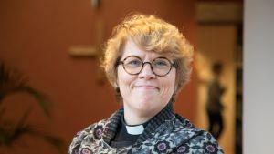 Espoon tuleva piispa Kaisamari Hintikka.