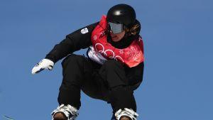 Rene Rinnekangas ilmassa Korean olympialaisissa.