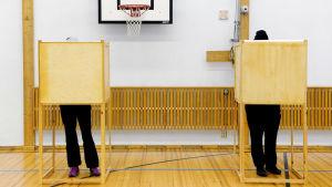 Äänestäjiä vuoden 2015 eduskuntavaaleissa.