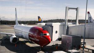 Norwegianin matkustajakone Helsinki-Vantaan lentokentällä