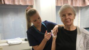 Lahtelainen Anna-Maria Haarala saa influenssarokotteen