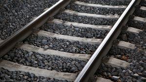 Lähikuva rautatiekiskoista.