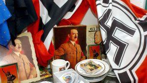 natsikrääsää pöydällä