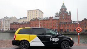 Yango taksi Uspenskin katedraalin edessä
