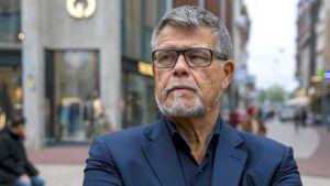 69-vuotias Emile Ratelband hakee oikeusteitse ikänsä laskemista 49 vuoteen.