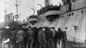 sotilaslaiva