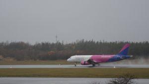 Wizz Airin kone laskeutui Turkuun.