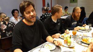 Oliver Schulte-Tigges aikoo pienentää hiilijalanjälkeään vähentämällä lihansyöntiä.