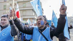 Uiguurit osoittivat mieltään Kiinaa vastaan Genevessä, Sveitsissä 6. marraskuuta.