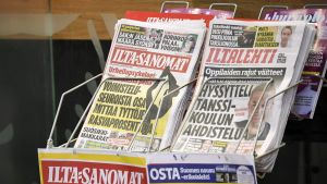 lta-Sanomat ja Iltalehti myynnissä Helsingissä