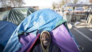 mies ja telttoja