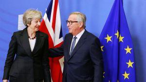 Theresa May ja Jean-Claude Juncker.