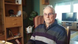 Pellon Juoksegissa asuva Olavi Puranen on 92-vuotias omaishoitaja.