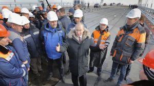 Presidentti Vladimir Putin Kertšinsillan avajaisissa viime toukokuussa.
