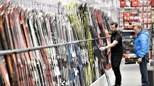 Joulukaupan avaava Black Friday -ostospäivä Tammiston XXL:ssä Vantaalla perjantaina 23. marraskuuta.