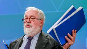 EU:n ilmastokomissaari Miguel Aries Cañete esitteli EU:n pitkän aikavälin ilmastostrategiaa Brysselissä.